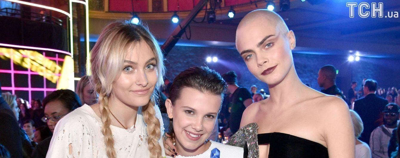 Дочери Майкла Джексона приписывают лесбийский роман с Карой Делевинь