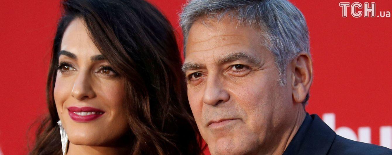 Супруги Клуни, Уинфри и Спилберг отдали полтора миллиона на усиление контроля оружия в США