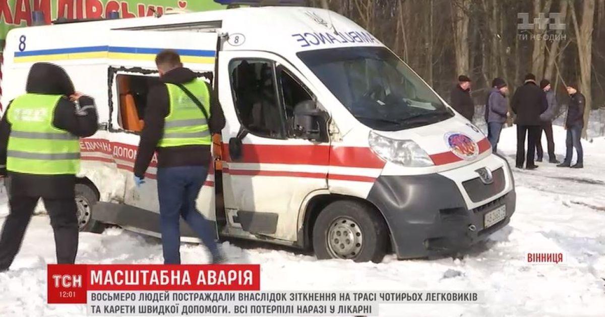 Поблизу Вінниці протаранили швидку, яка приїхала на місце ДТП