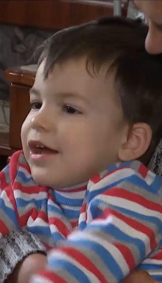 Батьки трирічного Назарчика просять допомогти вилікувати хворого на ДЦП сина