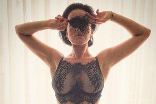 Игривая и сексуальная Даша Астафьева показала фигуру в кружевном белье