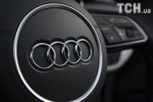 Из обычного Audi сделали электрокар Tesla Model S