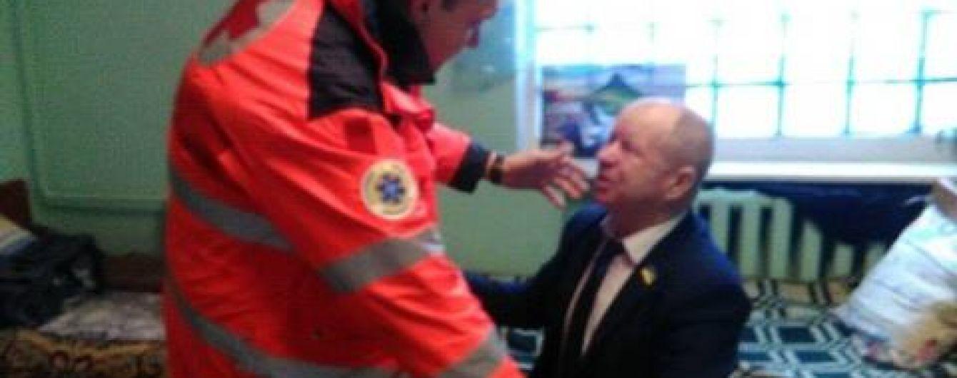"""В Одесі невідомі """"привітали"""" депутата з ювілеєм, бризнувши йому в очі сльозогінним газом"""
