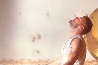 Відверті танці та багато вогню: Рікі Мартін випустив нове пристрасне відео