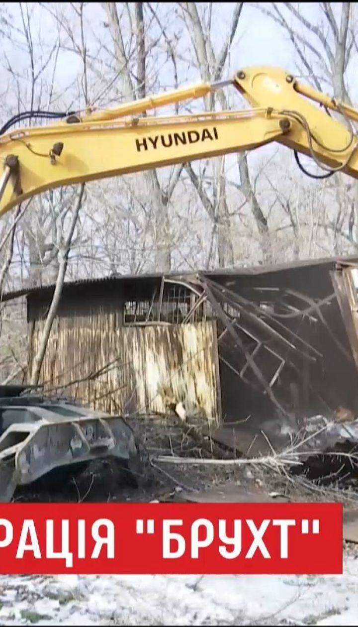 В Днепре экскаваторами уничтожают нелегальные пункты приема металлолома
