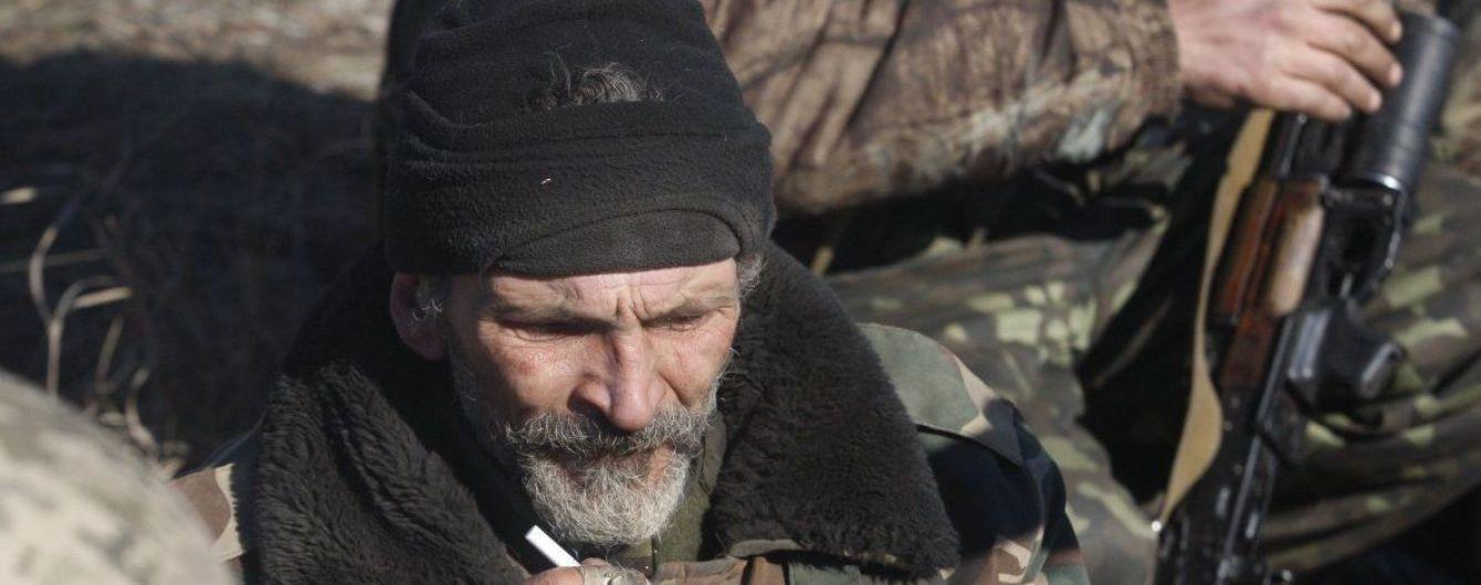 Девять обстрелов, запрещенное оружие и раненый военный. Как прошел день на Донбассе