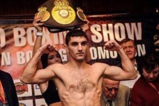 Украинец Далакян эффектно нокаутировал соперника и защитил чемпионский титул