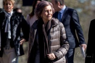 В брюках со стрелками и пуховике: 79-летняя королева София в странном наряде пришла в зоопарк