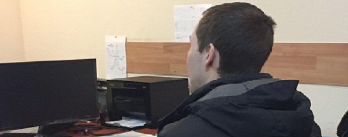 В Киеве разыскиваемый за покушение на убийство иностранец при задержании брызнул копу в глаза газом