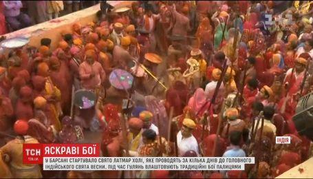 В індійському місті Барсана стартував фестиваль Латмар Холі