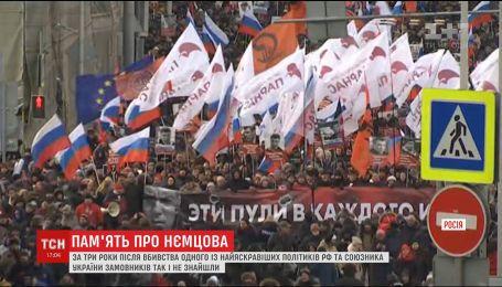 В Москве с задержанием митингующих прошла акция памяти Немцова