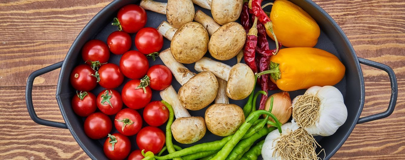 Печериці та волоські горіхи. Які продукти важливо вживати на початку весни