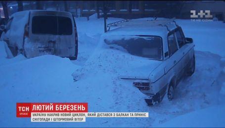 Снежный шторм накрыл Украину
