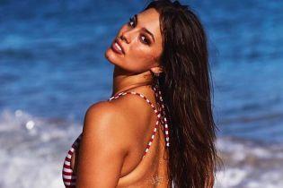 Это впечатляет: модель plus-size Эшли Грэм в бикини станцевала тверк