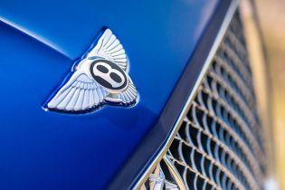 Историю Bentley вместили в книгу весом 30 килограмм