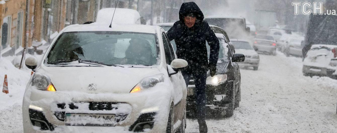 Мешканців столиці просять утриматися від поїздок власним авто