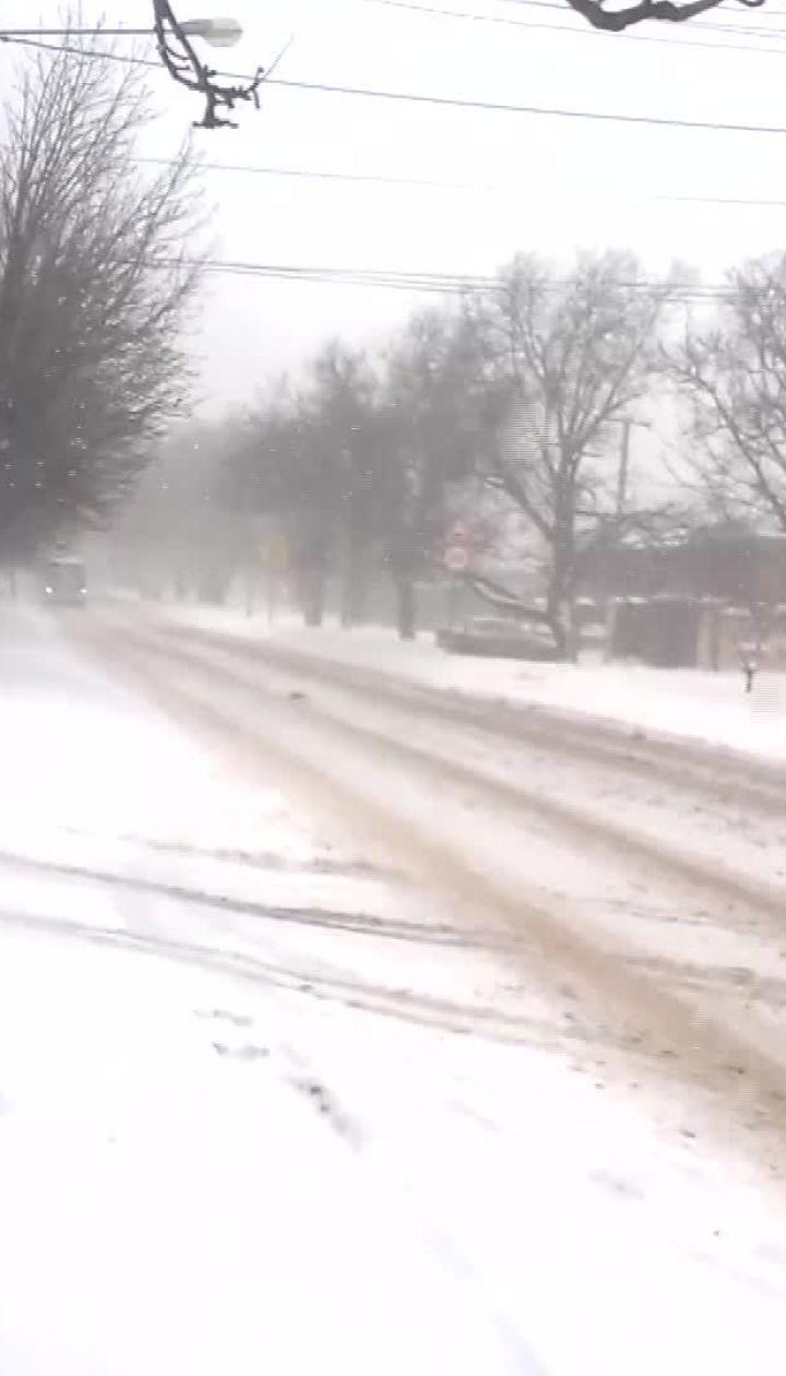В Крыму мощный снегопад оставил три десятка населенных пунктов без света