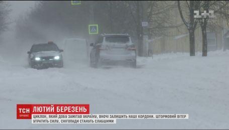Синоптики розповіли, коли в Україні припиняться снігопади