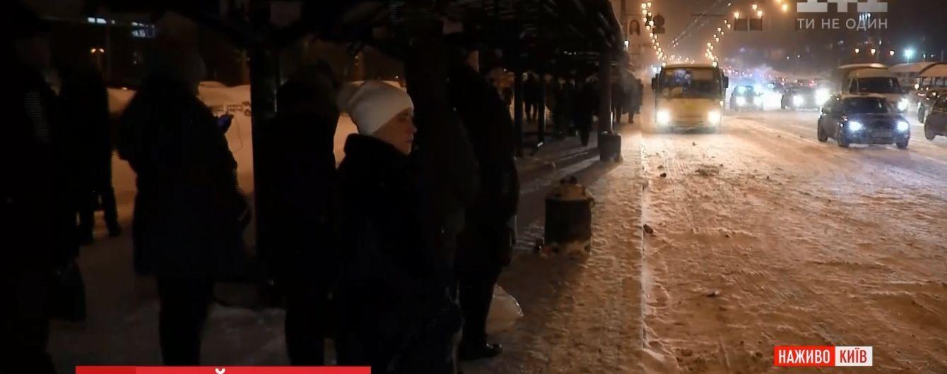 Кияни невдоволені роботою комунальників із розчищення снігу в четвер