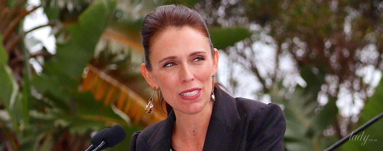 Стильная и беременная: премьер-министр Новой Зеландии на пресс-конференции
