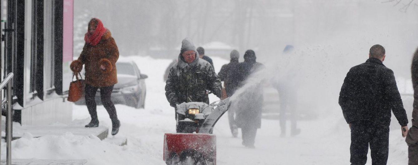 Синоптики объявили штормовое предупреждение на субботу и рассказали, когда потеплеет. Прогноз до 12 марта