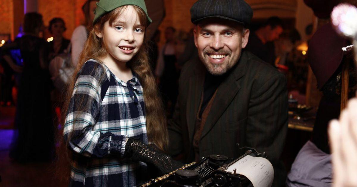 """Генадій Попенко з донькою @ прес-служба каналу """"1+1"""""""