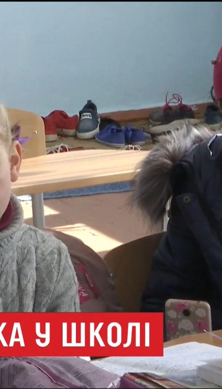 В школі на Тернопільщині діти травмуються через нерозчищену територію і вчаться у холодних класах