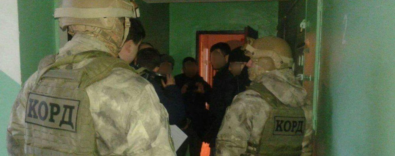 Поліція затримала п'ятьох нападників на Товариство угорської культури в Ужгороді