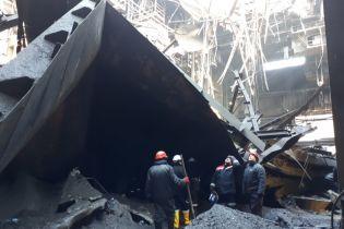 В Кривом Роге из-за обвала крыши на металлургическом комбинате погиб 25-летний работник