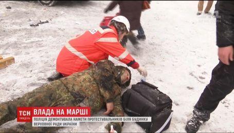 Керівники України влаштували політичні змагання на тлі розгону наметового містечка