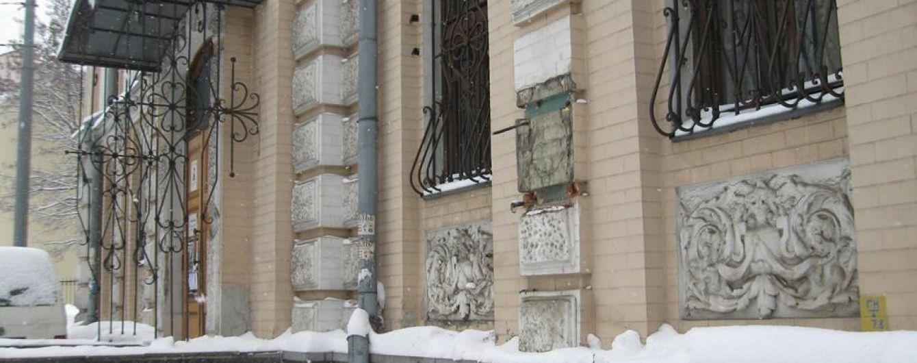 Пропавший из центра Киева бюст Леси Украинки ищут в пунктах приема цветных металлов