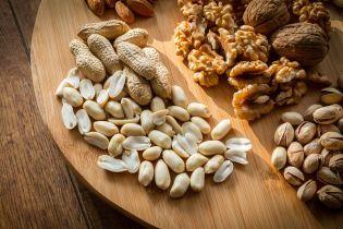 Мигдаль та фундук: горіхи можуть зменшити ризики виникнення раку