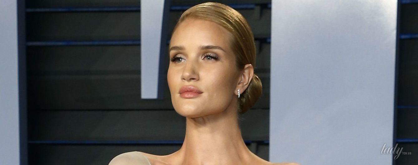 Рози Хантингтон-Уайтли появилась на вечеринке Vanity Fair в романтическом образе