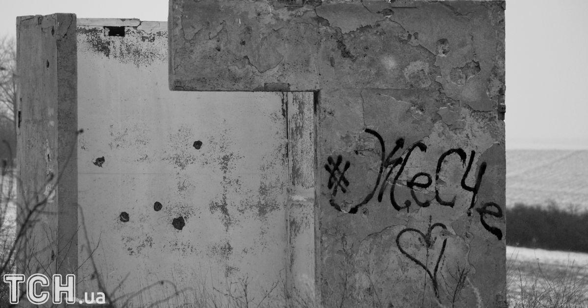 """Донеччина, місце колишніх боїв. Напис «Жесче» означає, що тут не дуже безпечно перебувати без зброї. @ Дмитро Мороз/Журналіст """"Спецкор"""""""