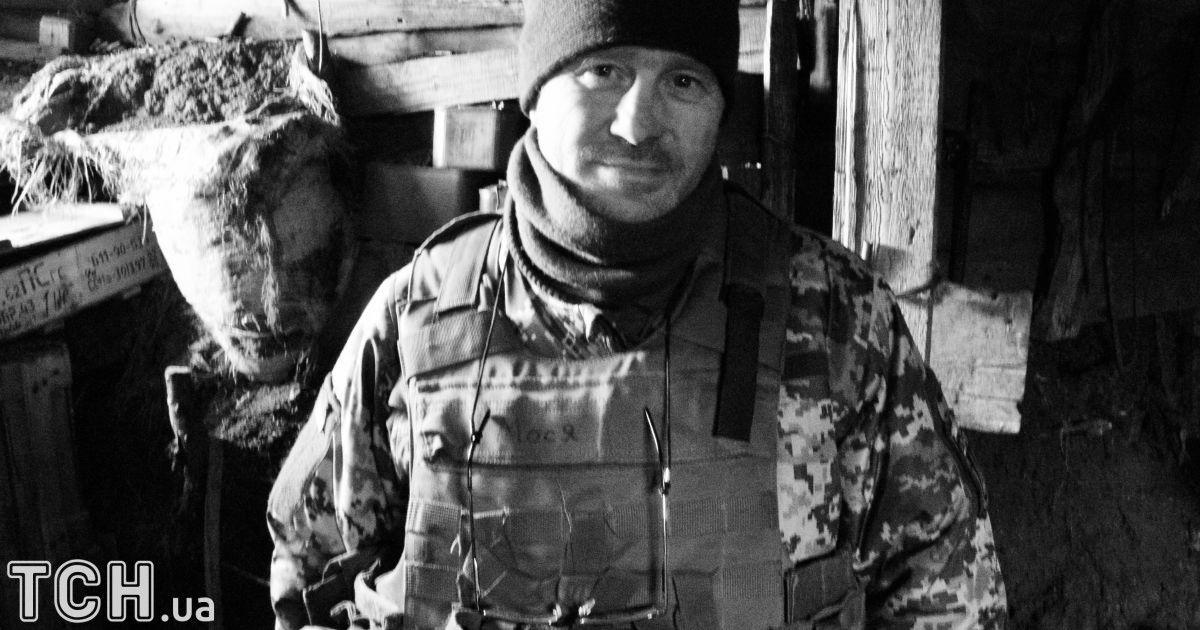 """Боєць на позивний «Мося» з батальйону Донбас. На перший погляд, дуже інтелігентний чоловік, але коли бойовики починають лізти на його позицію, він перетворюється на справжнього тигра.  @ Дмитро Мороз/Журналіст """"Спецкор"""""""