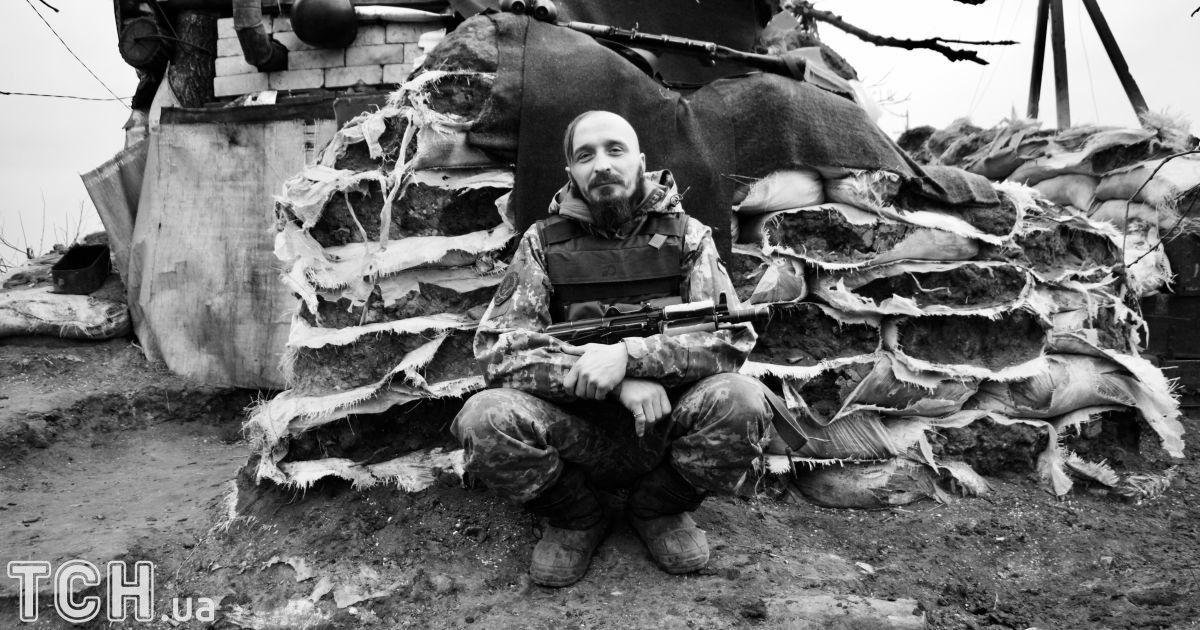 """Боєць на позивний «Козак», який воює на підступах до Донецька. Має 7 дітей, і не може всидіти вдома.  @ Дмитро Мороз/Журналіст """"Спецкор"""""""