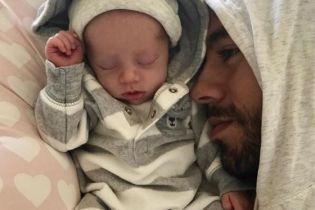 Энрике Иглесиас растрогал милым видео, где зацеловывает своего малыша