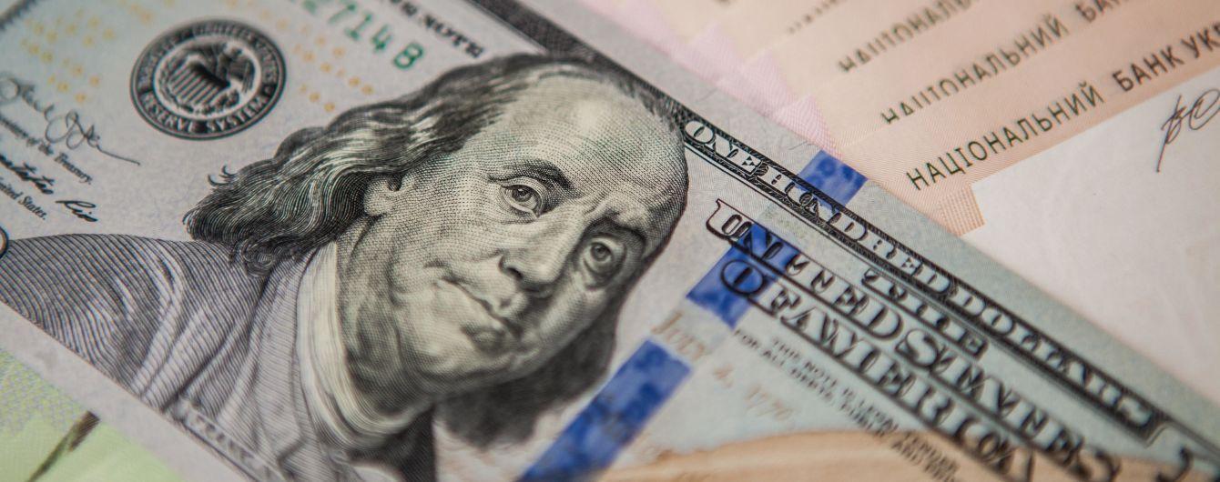 Долар здешевшав, а євро здорожчав в офіційних курсах Нацбанку на середу. Інфографіка