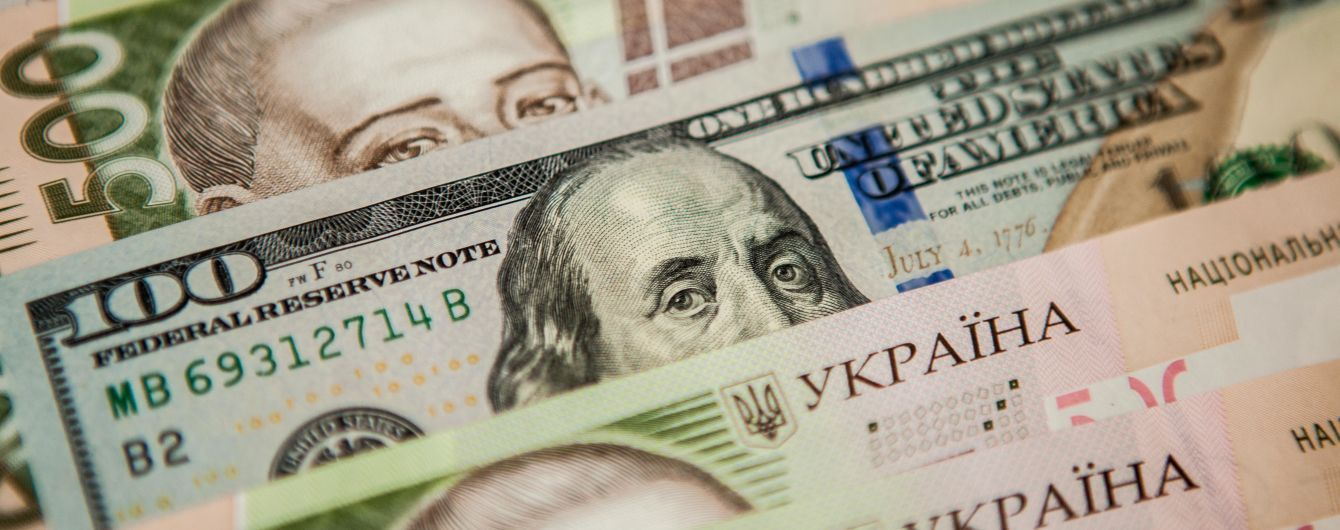 Долар і євро продовжили дешевшати в офіційних курсах Нацбанку на вівторок. Інфографіка