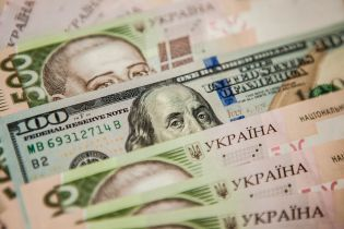 """У Нацбанку пояснили причини """"гойдалок"""" на валютному ринку та знецінення гривні"""