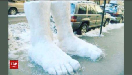 Снежный челлендж: европейцы выкладывают в соцсетях забавные скульптуры снеговиков