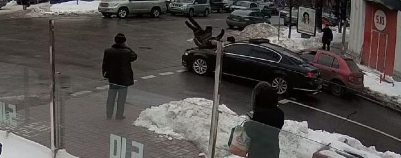 Поведение правоохранителей и личность пострадавшего: все о ДТП с кортежем Порошенко