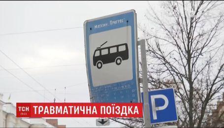 У Чернігові до реанімації доправили школяра, якого уразило струмом у тролейбусі