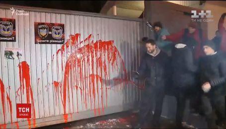 """Автомайдановцы пикетировали базу полиции, где раньше находился """"Беркут"""""""