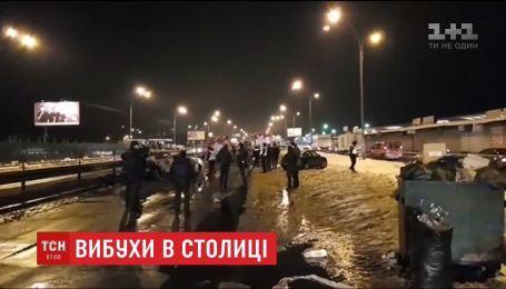"""Вночі біля станції метро """"Лісова"""" невідомі підірвали автомобіль"""