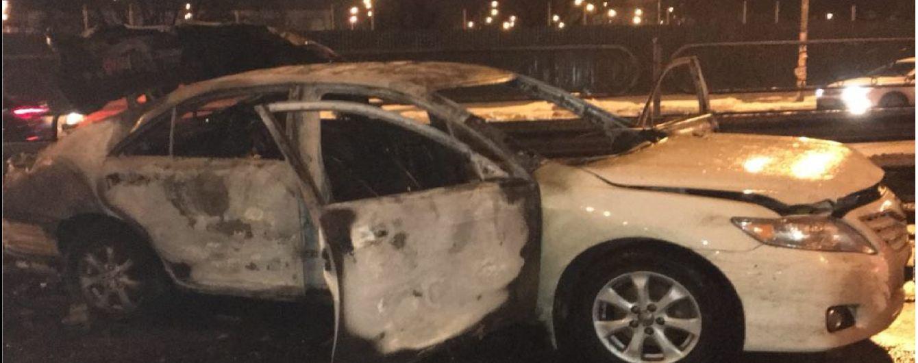 В Сети появилось видео момента подрыва машины сотрудника СБУ в Киеве
