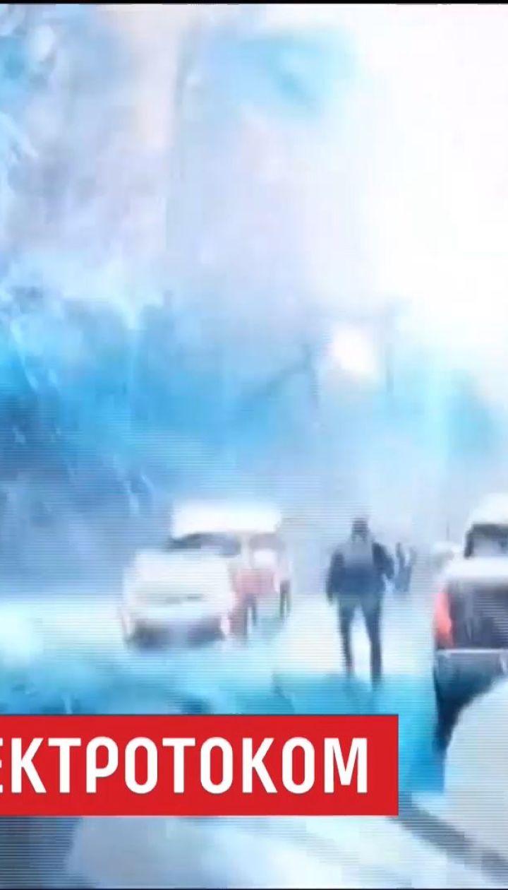 В Нью-Йорке камеры зафиксировали удивительное спасение мужчины от электрического удара