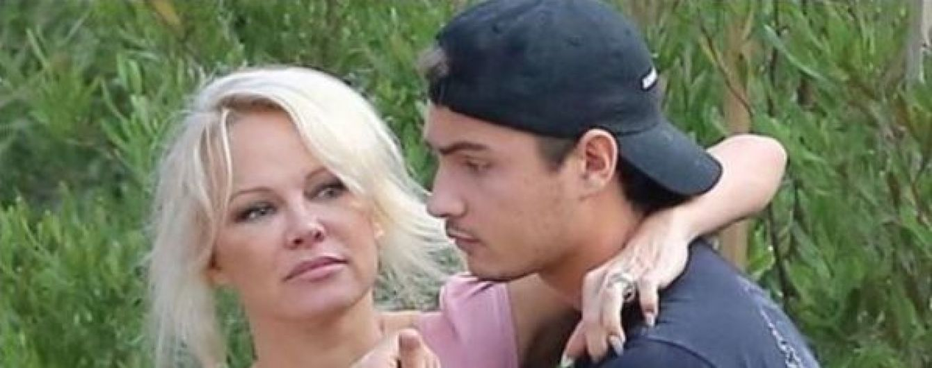 Син Памели Андресон та її екс-чоловіка жорстоко побив власного батька