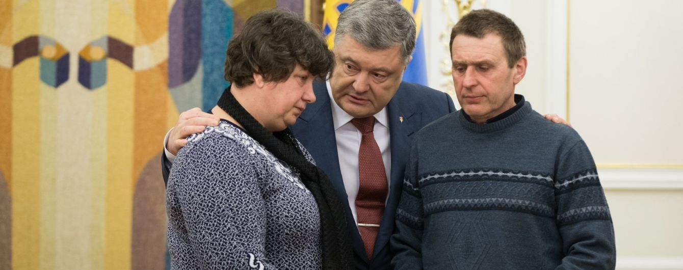 Порошенко посмертно нагородив українську дівчину-воїна Сабіну Галицьку