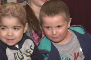 Братики Максимко і Вадим борються за життя з однією хворобою на двох